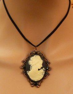 Große Kamee Halskette mit Dame in schwarz creme von Schmucktruhe