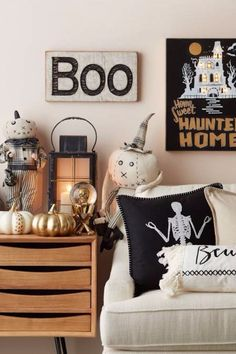 Stunning Living Room Interior Halloween Ideas Showing Comfortable Cushions With Scary Halloween Theme Also Fabulous Golden Pumpkins Decoration. The Scariest Halloween Decoration You Should Try. Halloween Wedding Ideas On A Budget. Halloween Room Decor, Halloween Living Room, Creepy Halloween Decorations, Halloween Decorations Apartment, Porche Halloween, Soirée Halloween, Holidays Halloween, Outdoor Halloween, Pumpkin Decorating