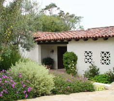Paseo del Mar : Eserts Studio Garden idea. Plus add fretwork in between windows