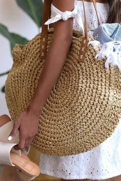 Best 11 The Billabong Round About Beige Woven Tote is the talk of the town! Beige woven straw shapes this unique round tote. Magnetic closure opens to a roomy interior with zippered sidewall pocket. Twin vegan leather tote handles with a 10 drop. Crochet Tote, Crochet Handbags, Crochet Purses, Crochet Shoulder Bags, Bag Pattern Free, Round Bag, Crochet Round, Summer Bags, Knitted Bags
