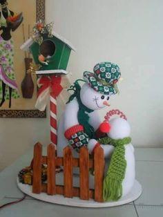 MUÑECOS DE NIEVE Felt Christmas Decorations, Christmas Lanterns, Christmas Ornaments, Holiday Decor, Christmas Projects, Christmas Time, Advent, Snowman Crafts, Handmade Design