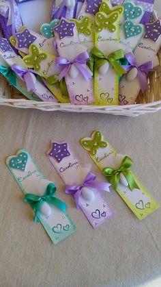 ceramica come mestiere: Bomboniere per la Cresima di Carolina. Portafoto in legno con cuore personalizzato e segnalibro con cuori,farfalle e stelle, personalizzati.