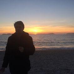 Al atardecer  #sunset  #sun #pretty #beautiful #red #orange #pink #sky #skyporn #cloudporn #nature #clouds #horizon #instagood #gorgeous #warm #view #night  #silhouette #instasky #all_sunsets #vigo #galicia #beach #sea #galicia #galifornia #me