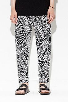 Today's Hot Pick :Ethnic Print Tapered Pants http://fashionstylep.com/SFSELFAA0012822/tlrkeen/out Go for all out fun with these ethnic print tapered pants that will shake your humdrum world. Relax even when the temperature soars with the elastic waistband and relaxed fit legs. Take daytime styling to a whole new level by pairing this with a white tee and cork sandals.