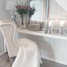Så lekkert hos #Repost @mitt_hjem_ God morgen #louisvingestolsand #drommehjem #classicliving #dreaminteriors #lovelyinterior #interior4you1 #interiors #interior9508 #interior125 #interior12follow #interior #interior444 #interior95 #interior4all #interior4you #finehjem #hallway #inspohome #oktober #have #a #lovely #saturday #lovequotes #passionforinterior #hellinterior1 #instadaily #interiordesign #home_and_decor1