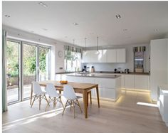 Contemporary stream lined kitchen