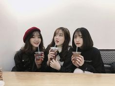 The Best 26 Funny Pictures Of 2019 Ulzzang Korean Girl, Cute Korean Girl, Ulzzang Couple, Asian Girl, Korean Best Friends, Three Best Friends, Cute Friends, Foto Best Friend, Best Friend Goals