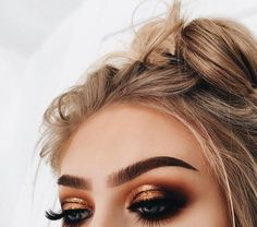 Discovered by - 𝙕. Find images and videos about hair, beauty and make up on We Heart It - the app to get lost in what you love. Makeup Eye Looks, Blue Eye Makeup, Eye Makeup Tips, Makeup For Brown Eyes, Makeup Goals, Skin Makeup, Eyeshadow Makeup, Makeup Ideas, Eyeliner Ideas