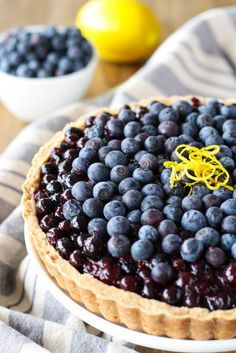 This blueberry tart is full of delicious, plump blueberries on a sweet cookie crust. | livforcake.com
