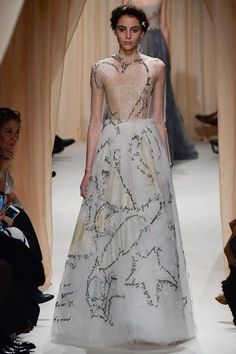 Beautiful Dresses from the Valentino Haute Couture Spring 2015 Collection Runway Fashion, Fashion Art, High Fashion, Fashion Show, Fashion Outfits, Womens Fashion, Fashion Design, Couture 2015, Spring Couture