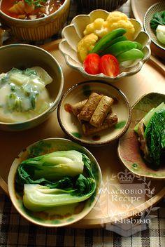 カブ、カリフラワー、スナップえんどう、ミニトマト、ごぼう、小松菜、れんこん、チンゲンサイ、その他数種類の野菜を使用。  煮込んだり、サッと蒸したり、調理法も色々
