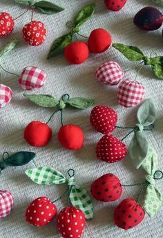 Kirschen Kirschen - Best Picture For DIY Fabric Flowers headband For Your Taste You are looking for something, and it is going to tell you exactly what you are looking for, an Fabric Toys, Fabric Scraps, Felt Fabric, Cute Sewing Projects, Sewing Crafts, Felt Crafts, Diy And Crafts, Handmade Toys, Fabric Flowers