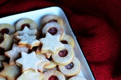 Linecké cukroví - recept na základní vánoční cukroví ⭐️ Cookies, Desserts, Food, Crack Crackers, Tailgate Desserts, Deserts, Biscuits, Essen, Postres