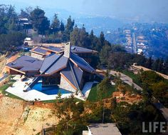 Wilt Chamberlain house, Bel-Air, Ca, David Tenneson Rich architect. House built in Life Magazine, March 1972 issue. Wilt Chamberlain, Celebrity Houses, Googie, Life Magazine, Basketball Players, Bel Air, Aerial View, Villa, Mansions