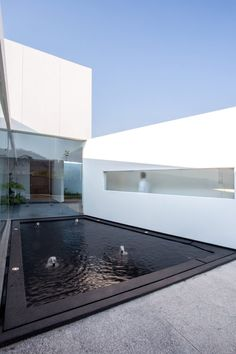 Splayed and stacked white volumes form San Antonio House in Mexico Huge Windows, Ceiling Windows, Windows And Doors, Beautiful Architecture, Contemporary Architecture, Modern Exterior, Exterior Design, San Antonio, Exterior Solutions