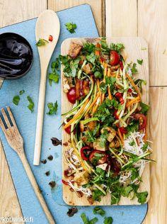 Tofu-nuudelisalaatti | Kotivinkki
