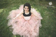 Bailarina barriguda! :) Inspiração para ensaio fotográfico de gestante com tema simples em meio a natureza.