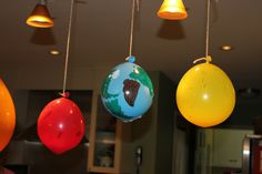Love her solar system study ideas. Esp these hanging decorated balloons as the planets.(Update: The link no longer works, but the balloons are a great idea! Science Classroom, Teaching Science, Science Education, Art Classroom, Space Activities, Science Activities, Science Projects, Space Solar System, Solar System Projects