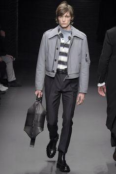 Salvatore Ferragamo - Fall 2017 Menswear Fashion D, Winter Fashion, Fashion Brands, Fashion Show Collection, Men's Collection, Army Coat, Mens Attire, Chanel Couture, Androgynous Fashion