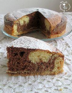 Torta con nutella e cioccolato bianco semplice e golosa adatta per l'inzuppo oppure la merenda