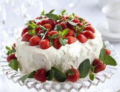 Strawberry cake - 9 x upea täytekakku – Ruoka. Chocolate Sponge Cake, Vanilla Sponge Cake, Chocolate Filling, Food Cakes, Cupcake Cakes, Cupcakes, Strawberry Desserts, Chocolate Strawberries, Strawberry Sponge Cake