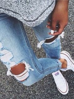 Cute Ripped Jeans Outfits For Winter Mode Outfits, Casual Outfits, Summer Outfits, Fashion Outfits, Converse Fashion, Girls Tumblrs, Spring Summer Fashion, Autumn Winter Fashion, Fall Winter