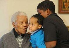 8-Jun-2013 12:07 - NELSON MANDELA IN ERNSTIGE STAAT OPGENOMEN IN ZIEKENHUIS. In het Zuid-Afrikaanse Pretoria is oud-president Nelson Mandela met een longinfectie opgenomen in het…...