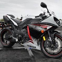 Yamaha R1  #yamahar1 #yamaha #yamaharacer #moto #motorbike #sportsbike #motorcycle #motos #instamoto #instamotogallery #supermotorbikes #bike #streetbike #2wheels