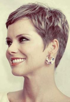 37 Short Pixie Hairstyles for Older Women Who Still Flaunt It! Pictures