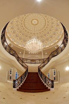 Luxurious Grand Staircase Design Ideas For Amazing Home 50 Luxury Staircase, Curved Staircase, Grand Staircase, Staircase Design, Staircase Ideas, Beautiful Stairs, Beautiful Homes, Grande Cage D'escalier, Rich Home