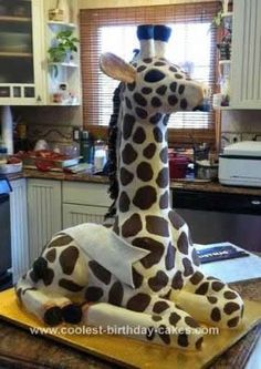 Homemade Giraffe Birthday Cake....this is soo cool, not sure I wanna tackle this though!