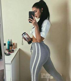 Sexies amateur teen takes panties off