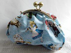 Pochette ALICE faite-main avec amour par la boutique Mauve & Capucine sur DaWanda.com <3