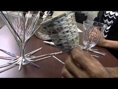 Mulher.com 04/06/2015 José Paulo Silva - Revestimento taça jornal trançado Parte 1/2 - YouTube Newspaper Basket, Newspaper Crafts, Paper Video, Rolled Paper Art, K Crafts, Paper Weaving, Craft Tutorials, Basket Weaving, Quilling