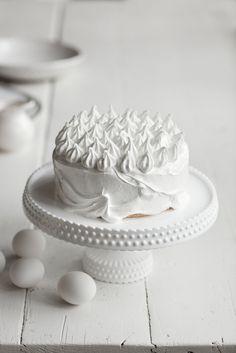 Yksinkertaisen nerokas tapa koristella kakku - näyttävä ja todella kestävä koristelu helposti New Cooking, Baking Cupcakes, Pavlova, Butter Dish, Cake Recipes, Cake Decorating, Goodies, Food And Drink, Sweets
