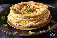 Tento recept je od Slovenky žijící v Indii Michaely S. Samanth a moc jí za něj děkuji. Už jsem parathy několikrát jedla v indických res...