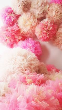 Shaby Chic Tulle Pompoms with Golden Tulle by AylinkaShop on Etsy Shabi Chic, Tulle Pompoms, Baby Shower Decorations, Wedding Decorations, Kids Decor, Decor Ideas, Wedding Crafts, Princess Party, Shabby Chic Decor
