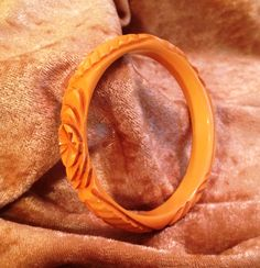 Bakelite Heavily Carved Yellow Bangle - Simichrome Tested by CrowsNestAntiques…