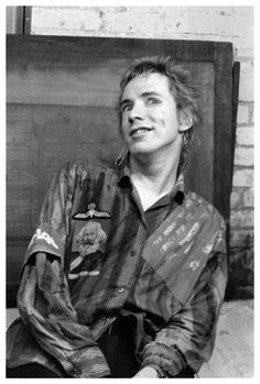 bands Why you dont see allot of pictures of Johnny smiling. New Wave Music, Johnny Rotten, 70s Punk, One Wave, Rock Legends, Stop Motion, New Artists, Anarchy, Punk Fashion