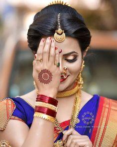 👉आपल्या पेजवर झळकन्यासाठी आपले फोटो विडिओ पाठवा🙏👥🚩तुमच्या आवडत्या फोटो व विडिओ मध्ये टॅग नक्की करत राहा .⭐Like⭐Comment⭐tag . Indian Bride Poses, Indian Bridal Photos, Indian Wedding Couple Photography, Bride Photography, Indian Bridal Fashion, Indian Bridal Makeup, Bridal Pictures, Marathi Bride, Marathi Wedding