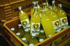 Mallasjuoman Jaffaa vm. 1976. Pulloissa näkyyy silloin tavallinen repäisykorkki.