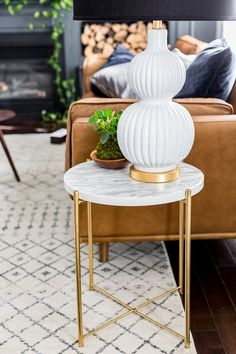 decor diy ikea hacks Easy IKEA Decor Hack: From Plain Side Table to a Marble Masterpiece Decoration Ikea, Ikea Decor, Room Decor, Gold Diy, Ikea Side Table, Ikea Table Hack, Side Table Decor, Gold Side Tables, Decorating Rooms