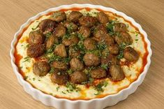 Misket Köfteli Patates Paçası Potatoes have never been so cool! On top of the potato trotter, which is a star in itself, we also put a meatball meatball, that unbearable flavor appeared! Turkish Recipes, Italian Recipes, Ethnic Recipes, Turkish Kitchen, Fish And Meat, Albondigas, Fresh Fruits And Vegetables, Mets, Breakfast Recipes