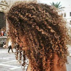 I n s t a g r a m coiffure hair, afro hair blonde, blonde highlights curly hair, blonde Afro Hair Blonde, Blonde Highlights Curly Hair, Dyed Curly Hair, Brown Curly Hair, Brown Curls, Colored Curly Hair, Curly Hair Styles, Natural Hair Styles, Natural Hair Highlights