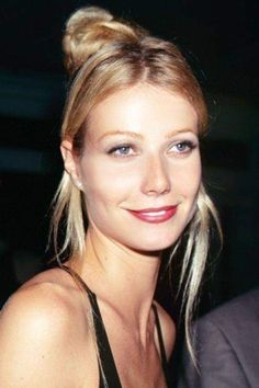 Gwyneth Paltrow, Bright Red Lipstick, Glamour, Beauty Advice, Iconic Women, Lip Liner, Ikon, Her Hair, Brows