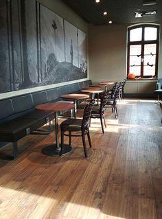 Starbucks (PL) - Oximoro Evo Antico #skema #italiandesign #pavimento #design #oximoro #flooring #wood Evo, Starbucks, Restaurants, Conference Room, Table, Furniture, Design, Home Decor, Parquetry