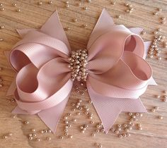 10 DIY Hair Bow Tutorials für Mädchen Source by andreabarcelosg Ribbon Art, Diy Ribbon, Ribbon Crafts, Ribbon Bows, Ribbons, Diy Hair Bows, Making Hair Bows, Diy Bow, Baby Bows