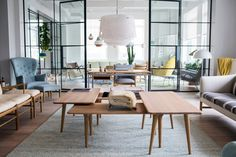Carl Hansen & Son's New York showroom Danish Furniture, Furniture Showroom, Design Furniture, Furniture Nyc, Scandinavian Furniture, Living Room Sofa, Living Spaces, Interior Architecture, Interior Design