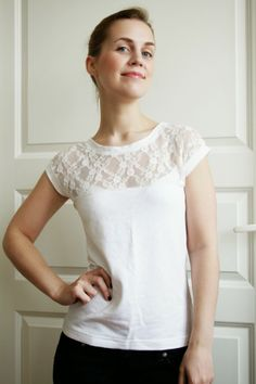 Pearls & Scissors: DIY Romantic Lace T-shirt (and pattern) --- use to add length to a shirt? Pearls & Scissors: DIY Romantic Lace T-shirt (and pattern) --- use to add length to a shirt? Sewing Patterns Free, Free Sewing, Sewing Tutorials, Clothing Patterns, Sewing Projects, Shirt Patterns, Pattern Sewing, Free Pattern, Sewing Diy
