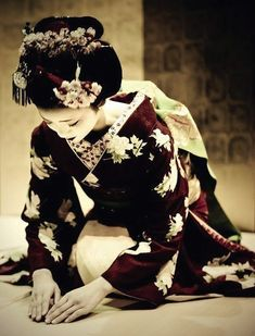 The white make-up and elaborate kimono and hair of a maiko is the popular image held of geisha. A woman entering the geisha community does not have to begin as a maiko, having the opportunity to begin her career as a full geisha. Either way, however, usually a year's training is involved before debuting either as a maiko or as a geisha. A woman above 21 is considered too old to be a maiko and becomes a full geisha upon her initiation into the geisha community.